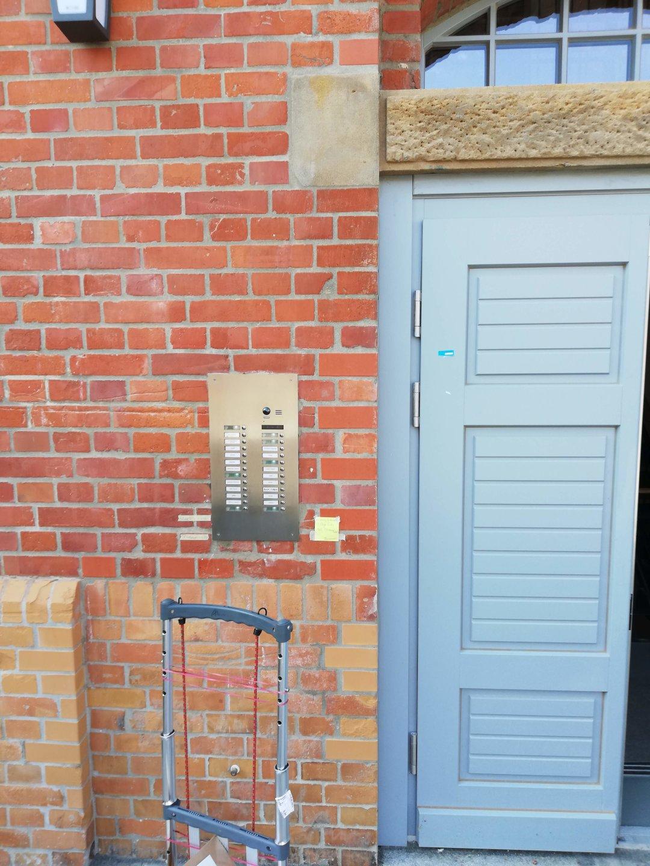 Video-Türsprechanlage-Mehrfamilienhaus